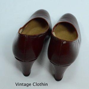 3163e0f36c577 Vintage 1980s does 1950s Penaljo Wine Color Pumps